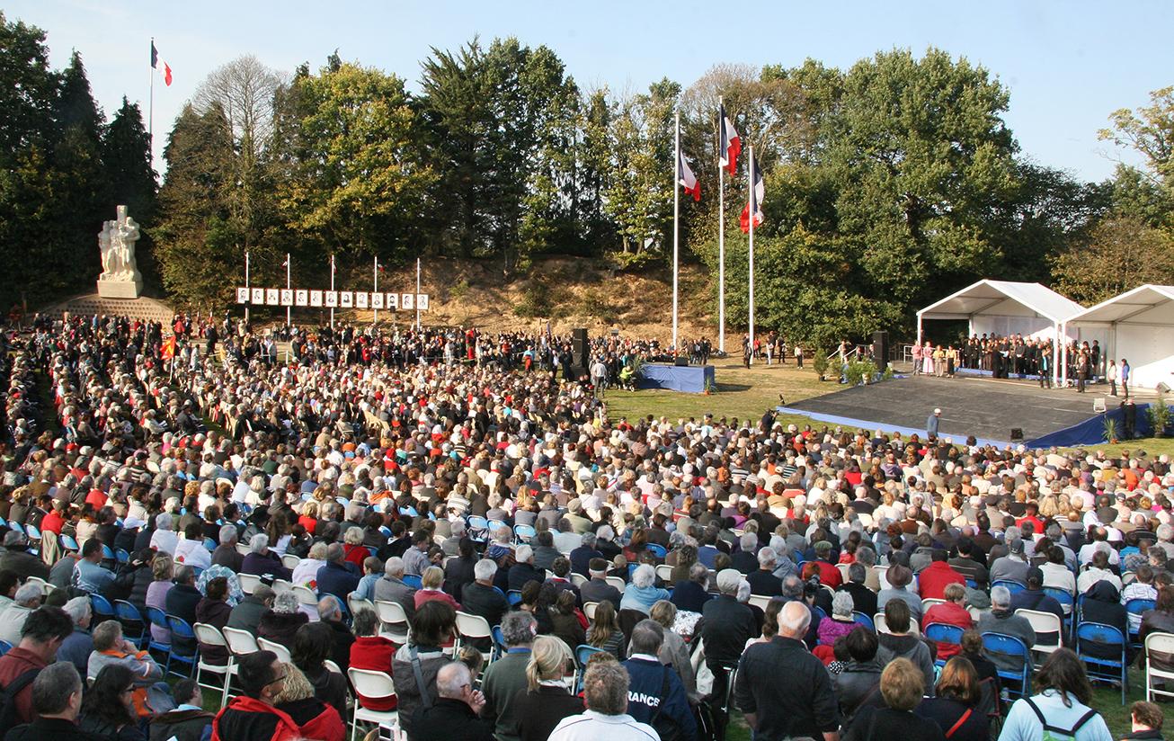 Cérémonie à la Sablière en 2011 pour le 70e anniversaire des exécutions.