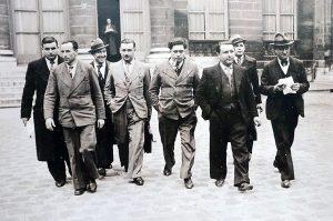 Une délégation de métallurgistes au ministère du Travail (1936). De gauche à droite : Jean Borne, Henri Gautier, (?), Robert Doury, Jean-Pierre Timbaud (la pipe à la bouche), René Poirot, Eugène Henaff (bâtiment), Ambroise Croizat.